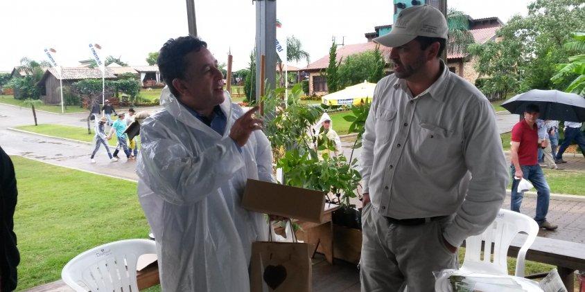 Cachoeirense visitando a Divinut na Expodireto. Florestas Comerciais Emater.